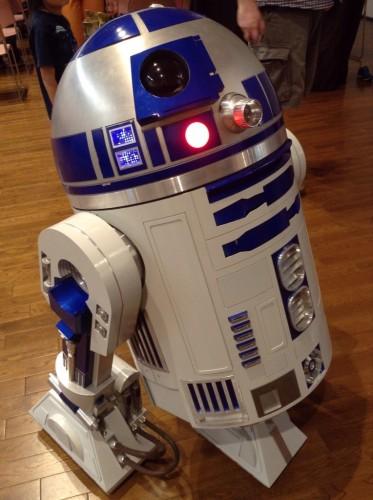 R2−D2
