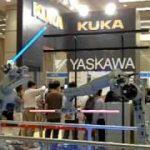 ロボットアームがライトセーバーで決闘する動画!